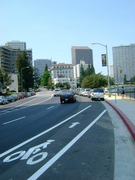 Lakeside_Drive_Bike_Lane